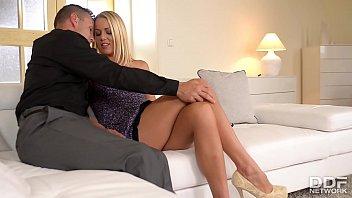 Gros seins femme blonde baisee...