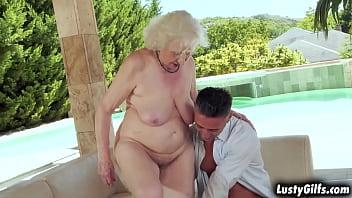 Mature chick Norma B still loves to get FUCKED