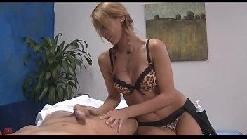 Uncomplaining gal enjoys insertion