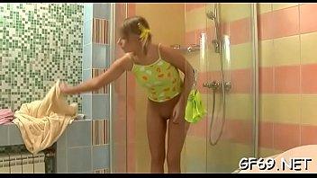 花も恥じらうお年頃の女子高生がローションまみれでデカチンを舐め回すの校生系動画