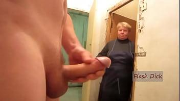 dogging: Dick_flashing_on_old_neighbor_lady Thumbnail