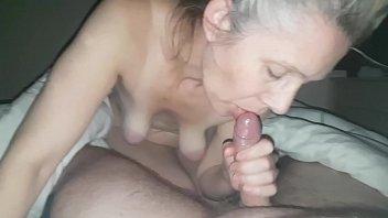 sperme dans la bouche dune...