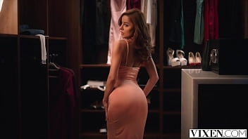 VIXEN Vanna Bardot seduces player