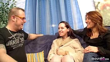 Reifes deutsches Paar bekommt junge Nutte als Geschenk für ersten FFM Dreier