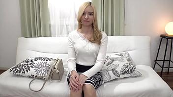 カリナさん30歳はアメリカ人の父親と日本人の母親を持つハーフの人妻です。現在は英会話の講師をしています。夫は自分のことをとても大事にしてくれますがセックスはノーマルです。心の奥にしまい込んだ欲望は誰にも打ち明けたことがありません。