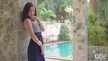 Leggy sweetheart Jasmine Jazz shows off her incredible teen body in the garden