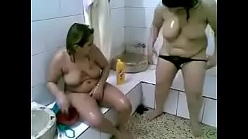 Tunisian fat ladies at the hammam making sex using shampoo bottles