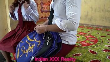 इंडियन बेस्ट एवर कॉलेज की लड़की और कॉलेज की लड़के की ल चुदाई  स्पष्ट हिंदी आवाज में