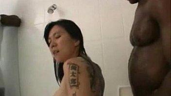 momo shower time
