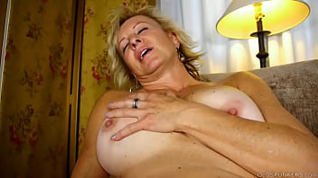 Magnificent MILF chats nasty and frigs her juicy cunt