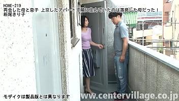 大学進学で上京してきたサトシ、隣人に挨拶に行くと…なんと!!隣に住んでいたのは、小さい頃にいなくなった母親だった!