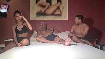 Como gravamos porno amador brasileiro com a novinha do Rio de Janeiro fudendo muito e bebendo muito leite