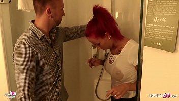 Geile schlanke Tattoo Maus Anni Angel mit roten Haaren vom Klempter ausgetrickst und einfach gefickt - German Teen