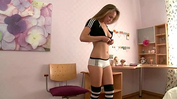 Tight pussy cheerleader teen gets fucked hard by football team´s captain after class