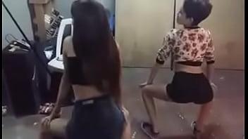 teens dancing twerk