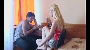 Lisa step mom playing with son on holidays in the hotel room - dailyslutcams.com