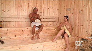 Curvy sauna prostitueret bliver hendes...