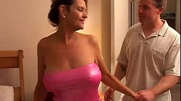 Ravishing Raven is a sexy cougar who loves to fuck y. men