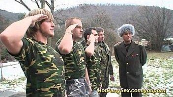militaire gangbang orgie bukkake
