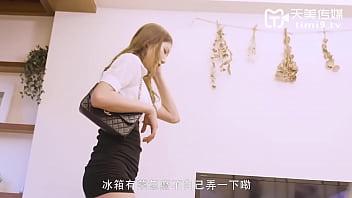 【天美传媒】 国产原创AV  儿子偷拿妈妈的内裤打飞机,还幻想和妈妈做爱 正片