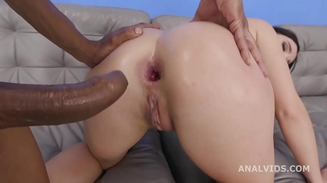 Anal Threesome Cum Sucking