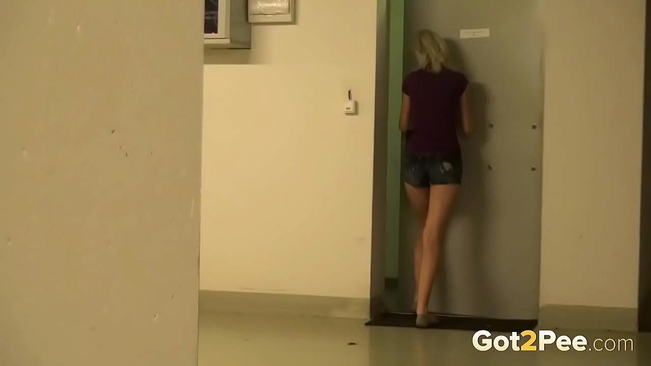 Cctv Cute Girl Desperate Pee On Lift