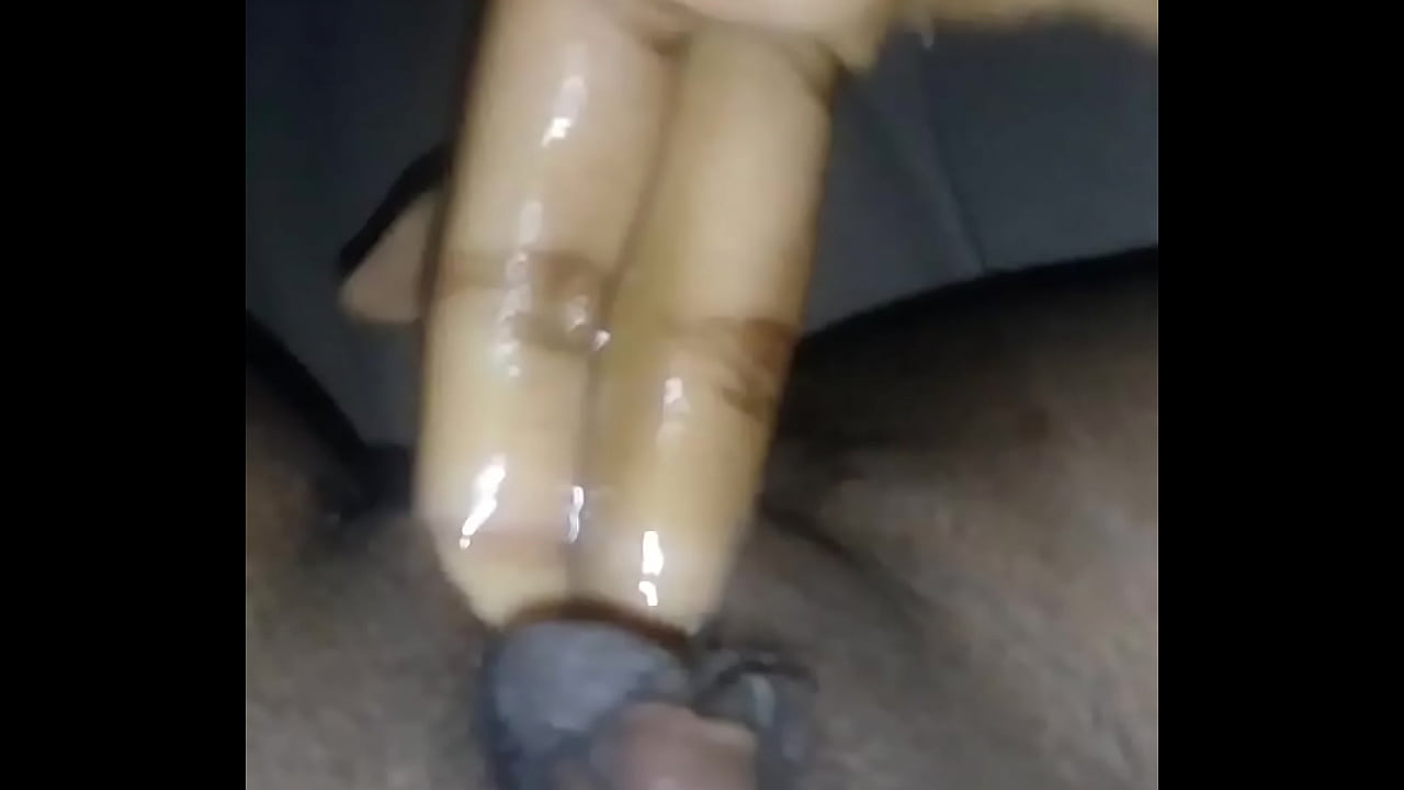 She Makes Her Girlfriend Cum