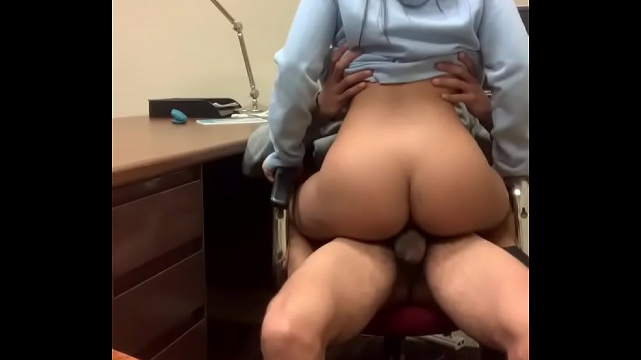Amateur While Husband Work