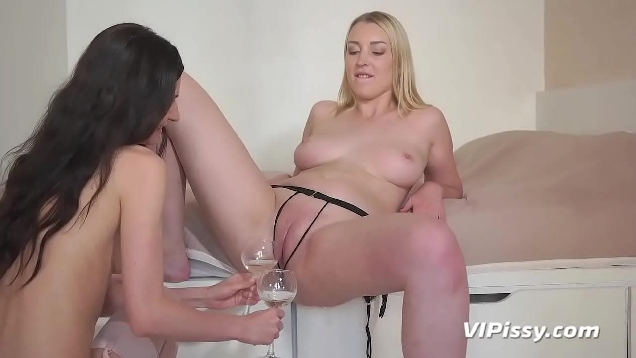 Real Lesbians Eat Pussy