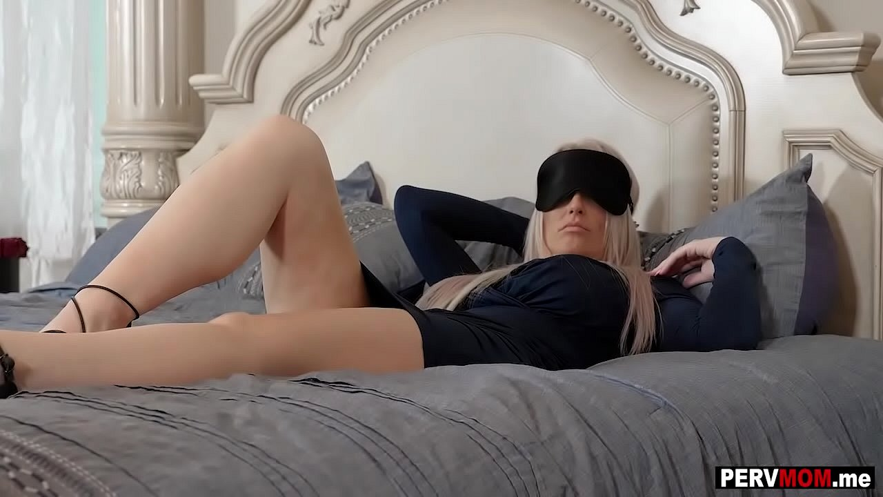 Mature housewife getting fucked blindfolded My Mom Was Blindfolded So I Took My Chance To Fuck Her Xnxx Com