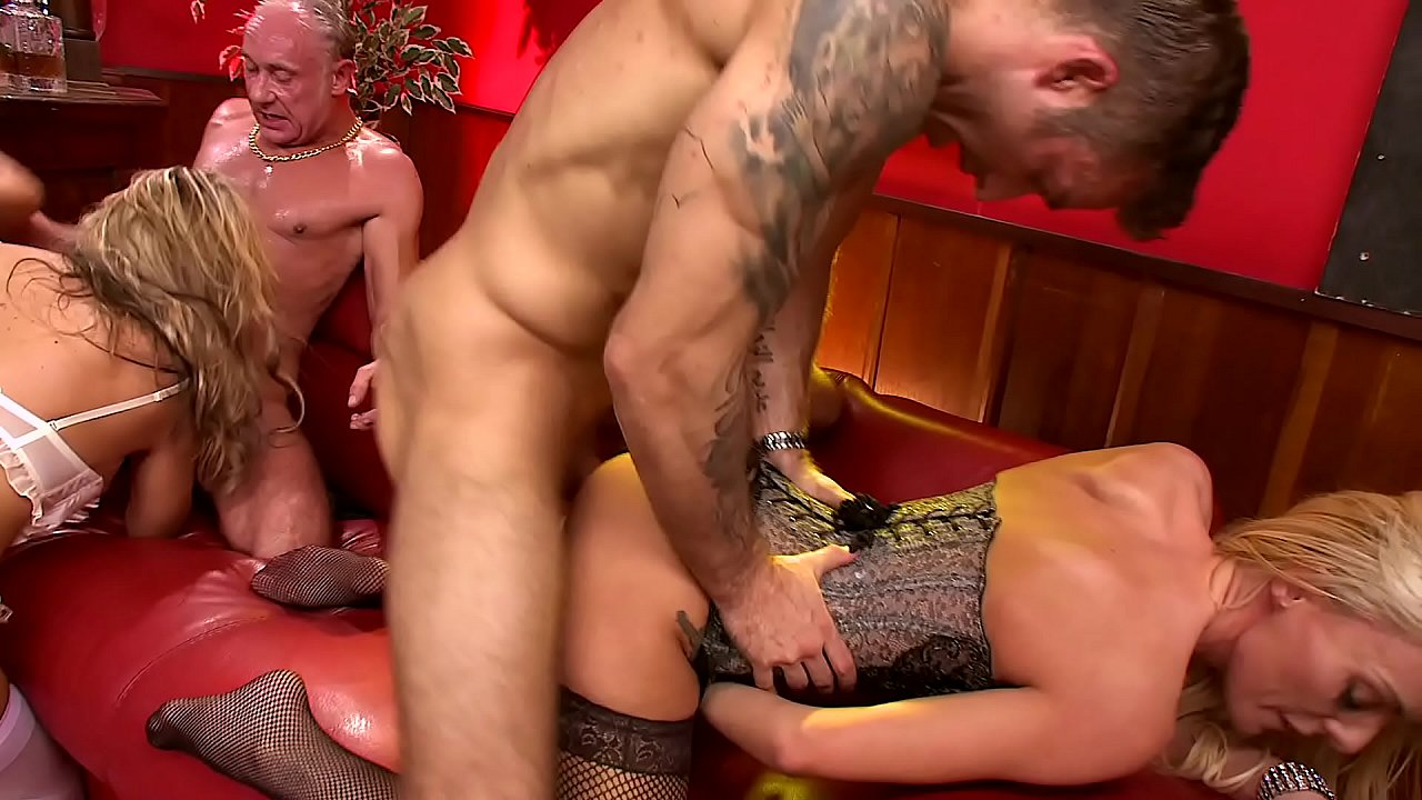Amateur Wife Fucks Younger