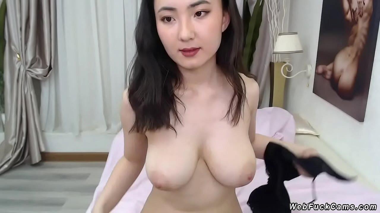 Short White Girl Big Tits