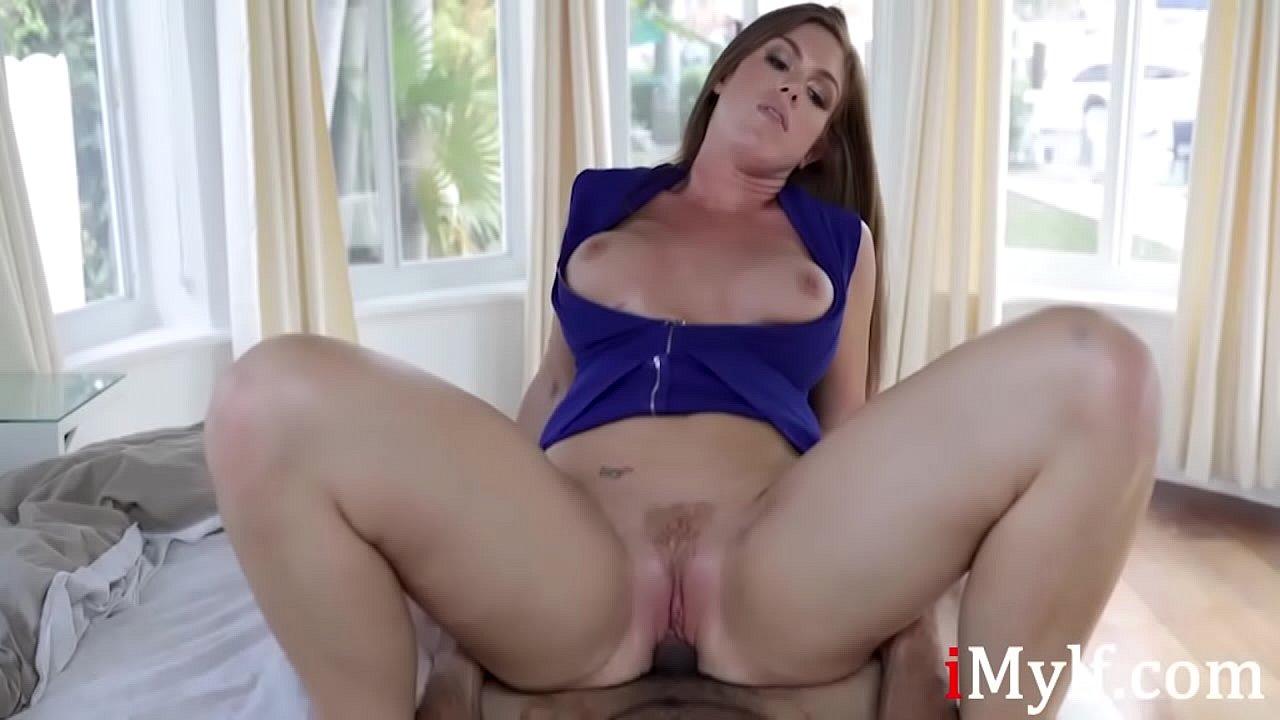 latina amateur sucking dick