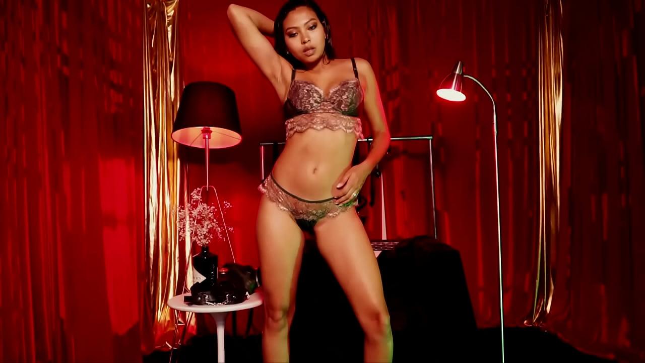 Latina Strip Tease Tanz