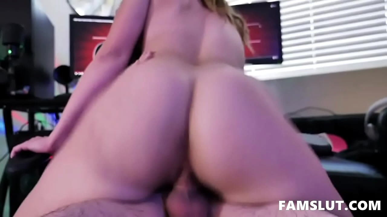 Small Tits Sis Fucks Gaming Brother | Ngebokep