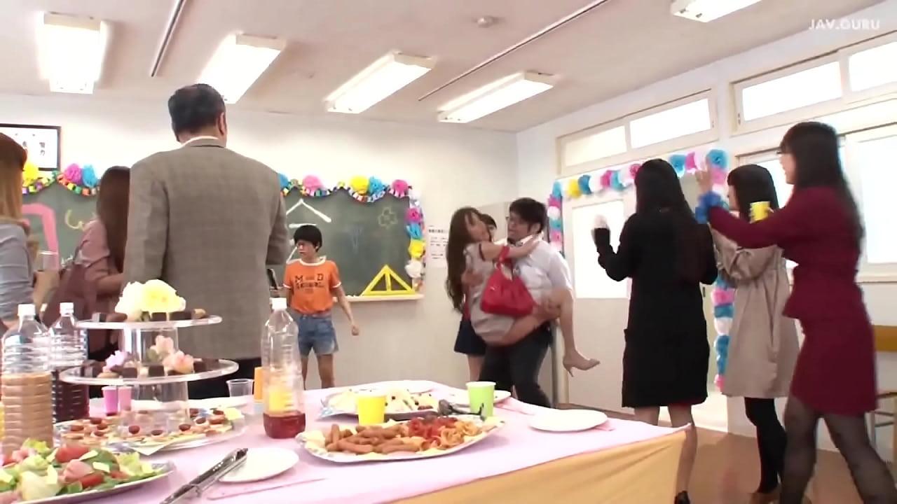 Semua Orang Bercinta Bersama Di Pesta Ulang Tahun Xnxx Com