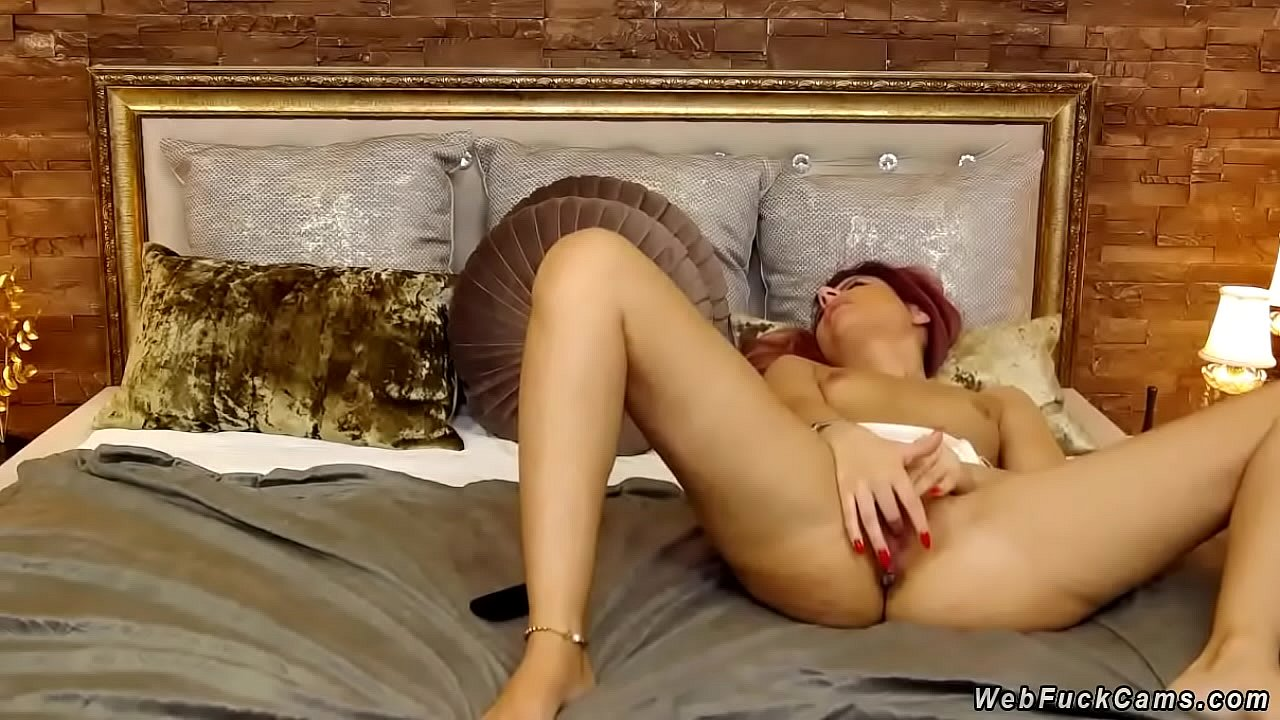 Amateur Babe Sucking Cock