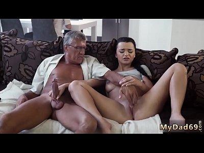 Дед учит внучку, как надо себя вести - личное домашнее порно видео