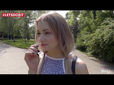Мужик познакомился с русской блондинкой в парке и... привел ее домой