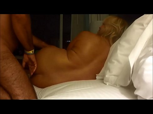 Hot girl having hard sex in the without cover