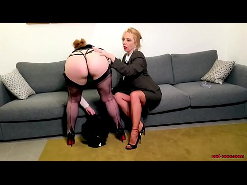 Two Big Boob Mature Ladies Take Turns Licking Each Others Pussy