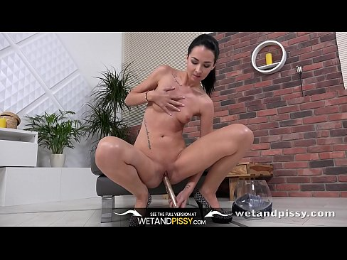 girls urinating Naked