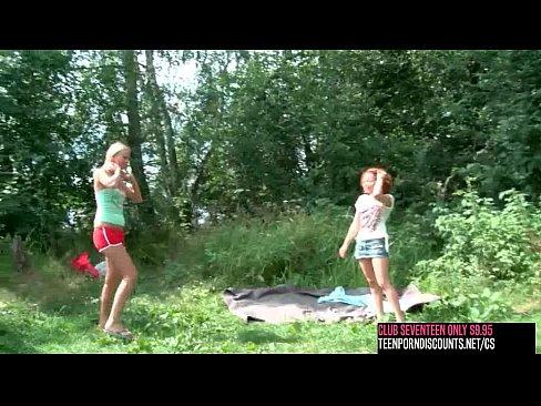 Clubseventeen 2 Girls 1 Guy Fucking Outdoor Xnxx Com
