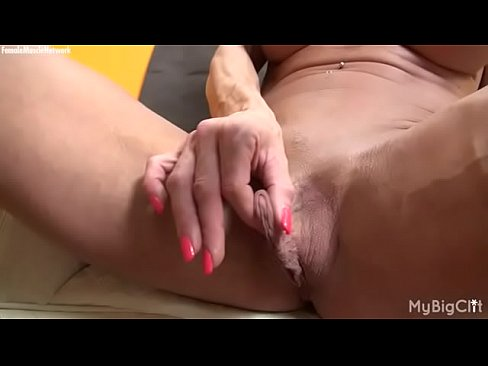 Sleeping pussy clip