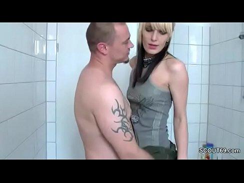 German Bruder fickt seine Schwester im Badezimmer durch