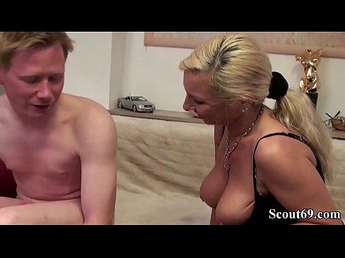 Mutter Takes Sons Groß Schwanz