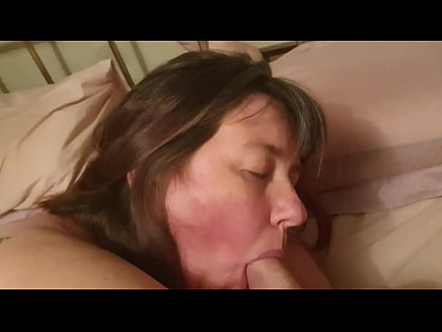 Amateur older women fucking cumming