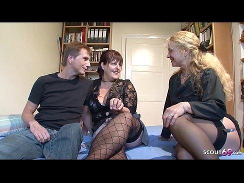 Altes Ehepaar treibt es mit der unterfickten Hausfrau von Nebenan - German Threesome