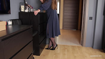 Stepmother in pantyhose before work allowed herself to be fucked